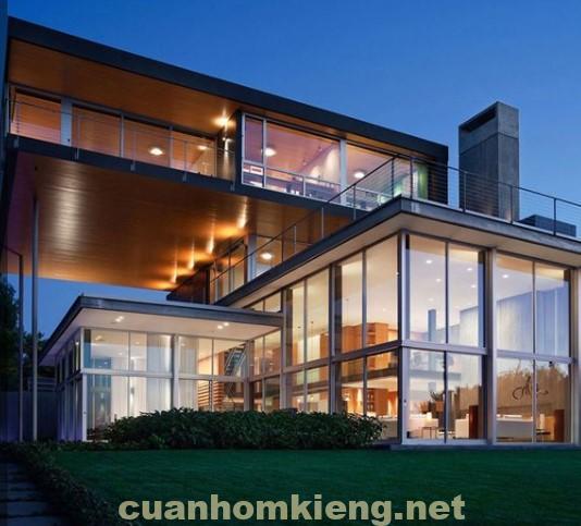 Ngôi nhà sáng rực vào ban đêm nhờ vách ngăn kính cường lực đẹp bền